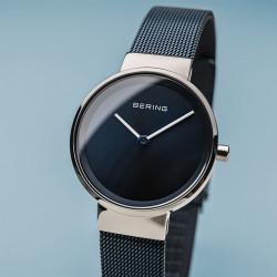 Reloj minimalista azul oscuro de mujer